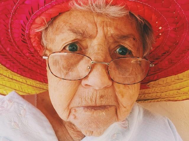 78-årig kvinde fra Høng modtager forkert pakke og mangler pludselig sit dankort
